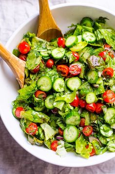 Lettuce Salad with Tomato and Cucumber - iFOODreal - Healthy Family Recipes Lettuce Tomato Cucumber Salad Recipe with dill, onion, olive oil, salt, pepper and one secret ingre Lettuce Salad Recipes, Green Salad Recipes, Salad Dressing Recipes, Healthy Salad Recipes, Cucumber Salad, Simple Salad Recipes, Spinach Salad, Italian Salad Recipes, Healthy Food