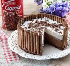 Μια πανεύκολη, για αρχάριους, συνταγή για μια αφράτη τούρτα ψυγείου σε φωλιά από 'Caprice'. Μια πολύ εύκολη και γρήγορη λύση για ένα υπέροχο σοκολατένιο γλ Greek Sweets, Greek Desserts, Party Desserts, Summer Desserts, Pastry Recipes, Cookbook Recipes, Cake Recipes, Dessert Recipes, Cooking Recipes