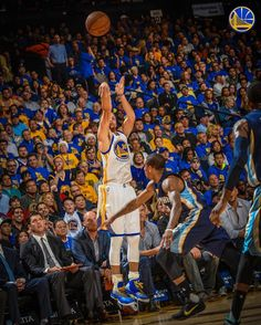 First half count 💦💦💦💦💦💦💦Oracle Arena April 13 2016 Curry Basketball, I Love Basketball, Basketball Funny, Stephen Curry Photos, Nba Stephen Curry, Golden State Warriors, Wardell Stephen Curry, Curry Nba, Basketball Motivation