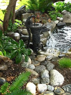 Vintage hand water pump repurposed as a water feature/fountain. - Vintage hand water pump repurposed as a water feature/fountain. Small Water Features, Water Features In The Garden, Backyard Water Feature, Ponds Backyard, Garden Ponds, Pond Landscaping, Landscaping With Rocks, Old Water Pumps, Diy Water Fountain