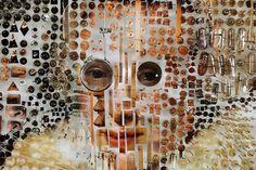 Collage tridimensional que propone una visión diferente sobre temas del siglo XVIII.