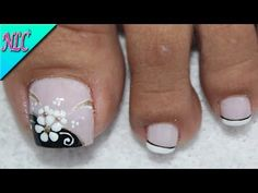 DISEÑO DE UÑAS PARA PIES FLOR BLANCO Y NEGRO ¡MUY FÁCIL! - FLOWERS NAIL ART - NLC - YouTube French Manicure Designs, Acrylic Nail Designs, Nail Art Designs, Acrylic Nails, Pedicure Nail Art, Toe Nail Art, Best Nail Salon, Summer Toe Nails, Nail Candy