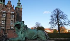 A lion is guarding the entrance to the castle from the King's Garden. Copyright: Rosenborg Castle / Rosenborg Slot