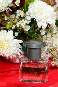 How to Make Perfume (Flower Blossoms and Water Method)