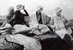 Chapéus em foto de Edward Steichen, em julho de 1928