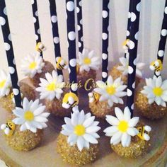Flower and Bumble Bee Cake Pops on Polka Dot Paper Straws Cupcakes, Cupcake Cakes, Bee Cake Pops, Flower Cake Pops, Bumble Bee Cake, Bumble Bees, Dog Cake Recipes, Baby Reveal Cakes, Bee Cakes