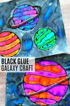 This black glue galaxy craft makes an awesome summer kids craft, solar system crafts, art projects for kids and blue glue art project. #kidscrafts #artprojects