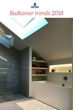 Luxueuze, moderne, strakke badkamer met prachtige wand van ...