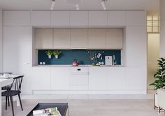 Ideas for one wall kitchen design, including layouts for appliances and accessories, plus single wall wih island layouts, and unique decor inspiration. One Wall Kitchen, Above Kitchen Cabinets, Home Decor Kitchen, Kitchen Tile, Apartment Interior, Apartment Design, Scandinavian Kitchen Backsplash, Scandinavian Style Home, Dashboard Design