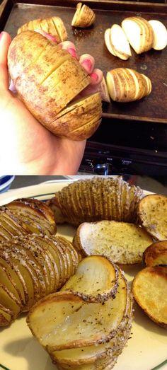 Esta es una manera simple y original de cocinar patatas al horno. Abriendo la patata en rodajas pero sin terminar de cortarla totalmente, poniendole aceite de oliva virgen por encima y sazonando con las especias que prefieras y voilà. Sólo tendrás que vigilar el tiempo de cocción hasta que consi…