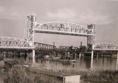 Lost Strauss vertical-lift through truss bridge over Illinois River on IL 9 in Pekin Pekin Illinois, Tarantino Films, Norman Rockwell Paintings, Central Illinois, Interesting History, Old Photos, Bridge, River, City