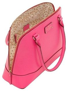 Get one of the hottest styles of the season! The Kate Spade Wellesley Rachael Pink Leather Shoulder Bag is a top 10 member favorite on Tradesy. Kate Spade Geldbörse, Kate Spade Logo, Kate Spade Purse, Purses And Handbags, Leather Handbags, Gucci Handbags, Kate Spade Outlet, Kate Spade Wellesley, Sacs Design