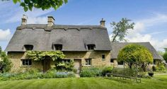 Secret Cottage - An Intimate Tour Of The Cotswolds - tommygoround
