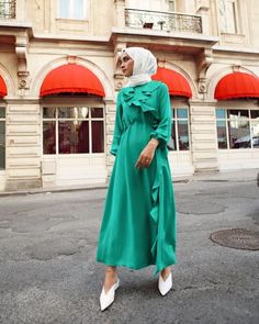 Image may contain: one or more people, people standing and outdoor Hijab Dress, Hijab Outfit, Hijab Fashion, Fashion Outfits, Womens Fashion, Fashion Clothes, Types Of Coats, Costumes, Pretty