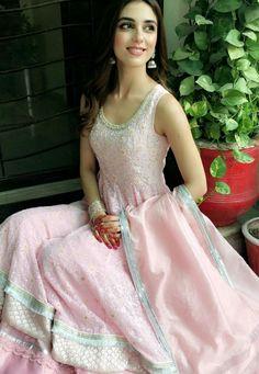 Maya Ali Asian Wedding Dress Pakistani, Pakistani Dresses, Indian Dresses, Sari Blouse Designs, Dress Designs, Gota Patti Saree, Maya Ali, Pakistani Designer Suits, Dress Indian Style