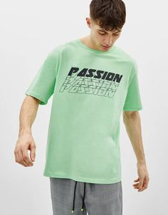 Discover the lastest trends in T-Shirts with Bershka. Log in now and find 156 T-Shirts and new products every week Shirt Print Design, Tee Shirt Designs, Mens Polo T Shirts, Tee Shirts, Spring Shirts, Apparel Design, Sweater Shirt, Cool Shirts, Printed Shirts