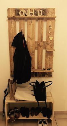 Meuble d'entrée.  Porte-manteau et range-chaussures.  Homemade. Decoration, Minimalist, Diy, Villa, Dressing, Patio, Home Decor, Shoe Shelve, Clothes Racks