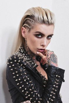 If you like crazy hairstyles, you should try the trend of braided punk hair. Braided hairstyles have become very popular in recent years! The hair trend of the. Punk Hair Color, Punk Braids, Viking Hair, Temporary Hair Color, Face Shape Hairstyles, Braided Hairstyles, Punk Rock Hairstyles, Rocker Hairstyles, Updo Hairstyle
