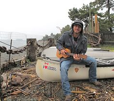 I've probably pinned this before, but it's my favorite pic of Ed with his uke. Eddie Vedder and a Canoe - Photo sessions for Ukulele Songs, 2011 Beautiful Men, Beautiful People, Beautiful Hearts, Mookie Blaylock, Pearl Jam Eddie Vedder, Ukulele Songs, Good Listener, I Love Music, Chris Cornell