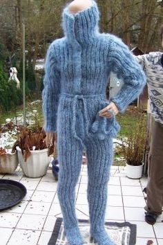 Freezing Cold, Teen Girl Bedrooms, Winter Beauty, Catsuit, Sweater Outfits, Sweater Weather, Leg Warmers, Puppets, Overalls
