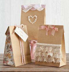 idée pour embalage cadeaux saint valentin, des sacs kraft à une décoration romantique