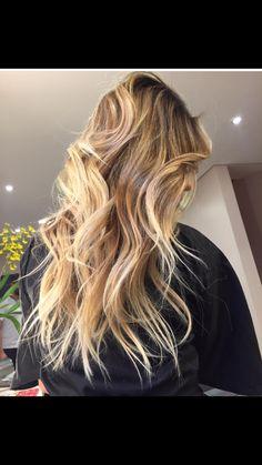 Twotones blonde hair jobosco