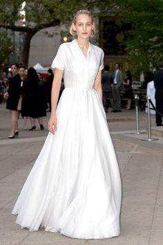 Leelee Sobieski in Jil Sander. It's half shirtdress, half gown. LOVE.