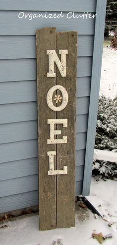 Doesn't the little snowflake in the O just MAKE this sign?  Rustic NOEL sign via Organized Clutter