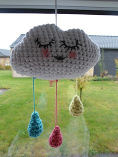 Hæklet sky med regndråber - Crochet cloud with raindrops Crochet For Kids, Diy Crochet, Crochet Toys, Homemade Baby Clothes, Crochet Baby Mobiles, Baby Songs, Diy Projects To Try, Handmade Toys, Crochet Patterns
