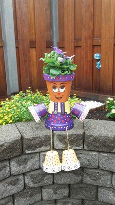 Dora Bloempot Clay Flower Pots, Flower Pot Crafts, Flower Planters, Clay Pots, Clay Pot Projects, Clay Pot Crafts, Diy Clay, Diy Craft Projects, Flower Pot People