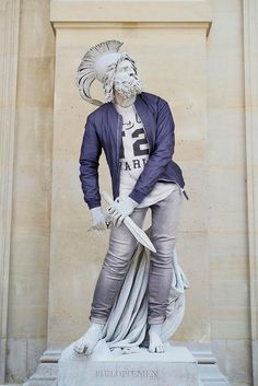 What if the antique statues were dressed like hipsters? The artist and photographer Léo Caillard became famous in 2012 with his Hipsters in Stone series… Statue Antique, Art Antique, Roman Sculpture, Sculpture Art, Hipsters, Overlapping Art, Sculpture Romaine, Mona Friends, Contemporary Artwork