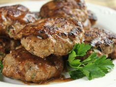 """Cooking at Home: Hamburgers with Brown Gravy (TOTAL Comfort Food aka """"Meat Cakes"""" :) Tostadas, Tacos, Dog Food Recipes, Dinner Recipes, Cooking Recipes, Healthy Recipes, Hamburger Recipes, Grilling Recipes, Hamburger Ideas"""