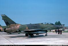 """French AF North-American F-100F """"Super Sabre"""" 56-4009, 11-ES du 1.11 """"Roussillon"""" (basé à Toul) vu à Strasbourg le 23.05.1976."""