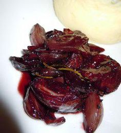 red wine shallots- Rotweinschalotten The perfect red wine scallions with shallots and dry red wine recipe with picture and easy step-by-step instructions: Peel the shallots … - Apéritifs Festifs Chutneys, Raclette Originale, Pesto Dip, Dry Red Wine, Fall Dinner, Food Pictures, Wine Recipes, Food Hacks, Tapas