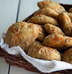 Gulerodsboller – 10-12 stk Creme Fraiche, Bread Rolls, Pretzel Bites, Bread Baking, Tapas, Bread Recipes, Danish Pastries, Brunch, Breads
