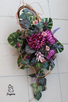 Według wzoru | Fragaria Funeral Arrangements, Flower Arrangements, Cemetery Decorations, Sympathy Flowers, Funeral Flowers, Black Flowers, Ikebana, Flower Decorations, Fabric Flowers