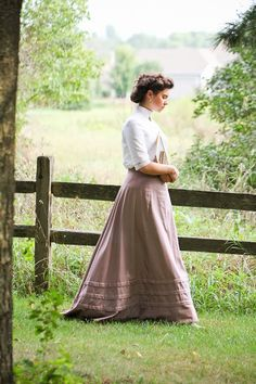 The lass of yesteryear - anne of green gables Historical Costume, Historical Clothing, Modest Clothing, Historical Romance, Modest Outfits, Skirt Outfits, Edwardian Fashion, Vintage Fashion, Edwardian Style