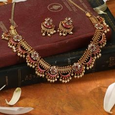 Excellent AD Jewelleries To Wear When You Are Bored Of Antique Designs Jewelry Design Earrings, Gold Earrings Designs, Gold Jewellery Design, Necklace Designs, Diamond Jewellery, Jewelry Art, Antique Jewelry, Indian Jewelry Sets, Indian Wedding Jewelry
