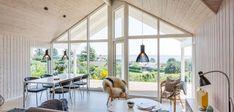 Klassisk sommerhus med unik beliggenhed og udsigt Home Technology, House Design, Windows, Inspiration, Elegant, Home Ideas, Bedroom, Biblical Inspiration, Classy