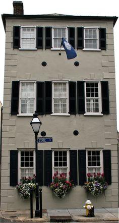 State Street Charleston, SC Historic Charleston Sc, Charleston Style, Charleston South Carolina, Historic Homes, Southern Homes, Southern Style, Antebellum Homes, State Street, Great Restaurants
