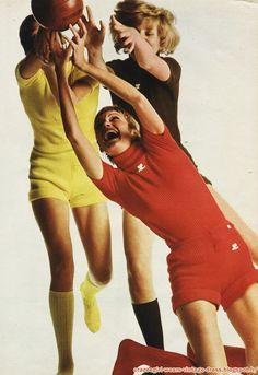 André Courrèges - Vive la France ! 1970 1971 fashion mode couture haute couture 1970 70s années 60 70 1960 60s Il avait prévu avant tout le...