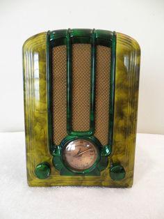 VINTAGE 1938 EMERSON TOMBSTONE ART DECO BAKELITE RADIO