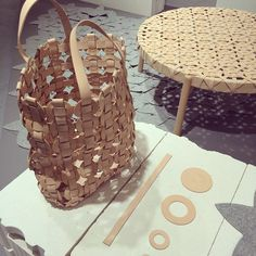 Bag and table in leather by Swedish artisan Mia Cullin. Showed at the Furnishing Fair in Stockholm 2015 (Foto Kurbits)