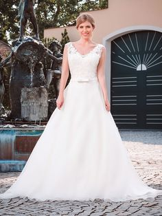 Wedding Dresses, Tops, Fashion, Appliques, Dress Wedding, Curve Dresses, Bride Dresses, Moda, Bridal Wedding Dresses