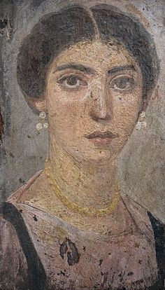 Mummy portrait of a woman, AD 120-150, Roman Egypt, wax encaustic painting on sycamore wood, Liebieghaus, Frankfurt am Main (23365366636) - Portraits du Fayoum — Wikipédia