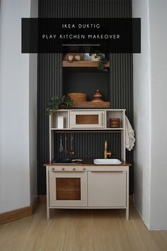 Check out this Modern Play Kitchen IKEA Duktig Hack and how a boring plain kids kitchen got turned into a stunning piece of play furniture! Ikea Kids Kitchen, Diy Play Kitchen, Play Kitchens, Kitchen Hacks, Kitchen Modern, Country Kitchen, Kitchen Design, Ikea Vintage, Ikea Toys
