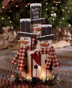 Decorate your home with the wooden plank look of the Lighted Country Holiday Characters. Each trio of popular figures includes facial features and 8 white lights along the base. Lighted Country Christmas Holiday Characters Use Inside Or Out Santas Or Snow Christmas Wood Crafts, Farmhouse Christmas Decor, Holiday Crafts, Christmas Snowman, Pallet Projects Christmas, Christmas Christmas, Christmas Presents, Winter Wood Crafts, Christmas Gift Craft Ideas