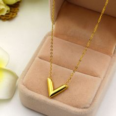 Martick 316L Stainless Steel Gold Plated V Letter Shap Pendant Necklace Link Chain Necklace Fashion Jewelry Top Quality For Girl