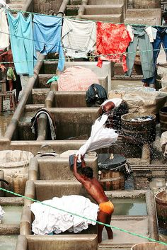 Washing Clothes at Saat Rasta Dhobi Ghat A man rinses out clothing after it has been washed. We Are The World, People Of The World, Man Photography, Street Photography, Delhi Red Fort, World Street, Indus Valley Civilization, Amazing India, Rural India