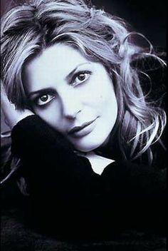 Chiara Mastroianni (1972) - French-Italian actress. Daughter of Mercello Mastroianni and Catherine Deneuve.  Photo Peter Lindbergh